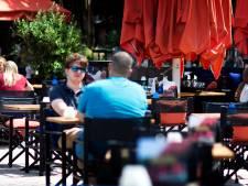 Meer ruimte voor horeca? 'Tent boven het terras, drankjes in kerken serveren'