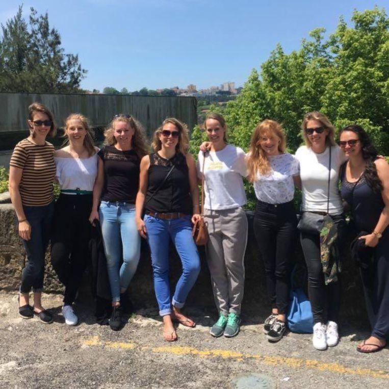 Van links af: Elisabeth, Elise, Yvonne, Anja, Eva, Inez, Roxanne en Diana. Beeld Privéfoto