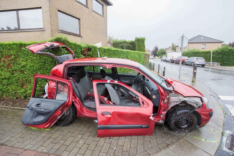 Aan de Georges Wittouckstraat werd de rode Renault Clio van een moeder en haar dochter aangereden door een Audi Q7.