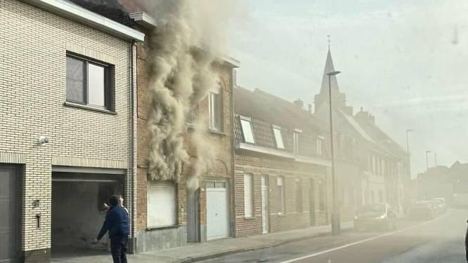 Rijhuis onbewoonbaar na uitslaande brand, één bewoner raakt ernstig verbrand
