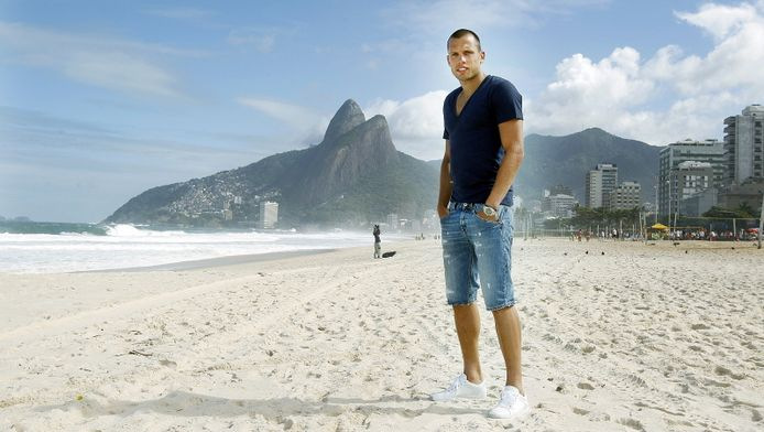 John Heitinga op het strand van Rio de Janeiro. © PRO SHOTS