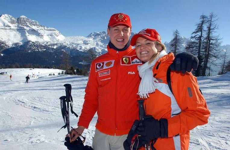 Michael Schumacher en zijn echtgenote Corinna op skivakantie in Madonna di Campiglio in 2005.