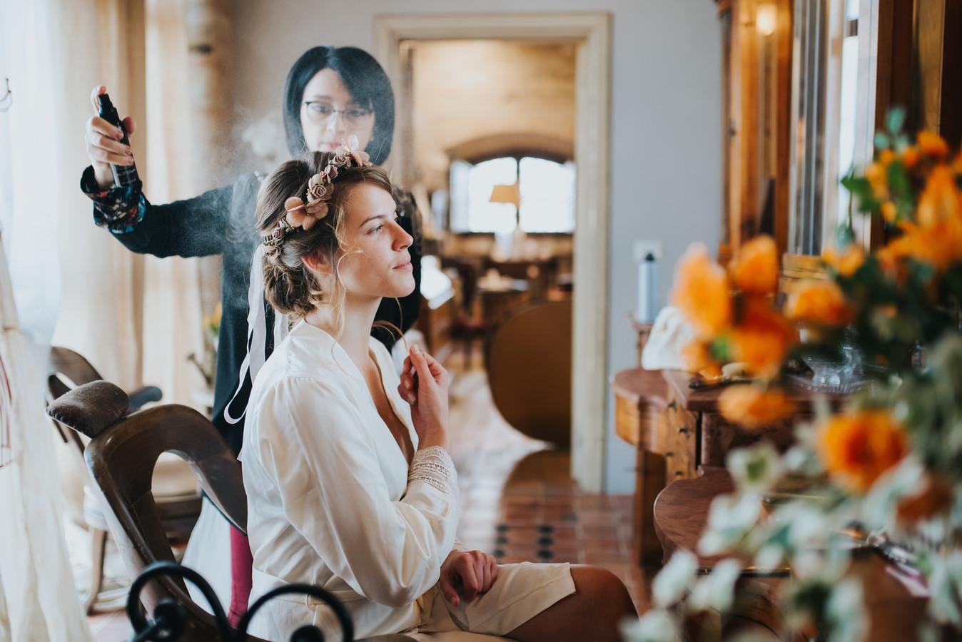Foto van een bruid ter illustratie.