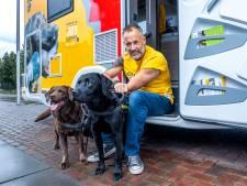 Bijzonder: de honden van Alex (46), Joy en Bas, zijn getraind in het oppakken van zwerfafval