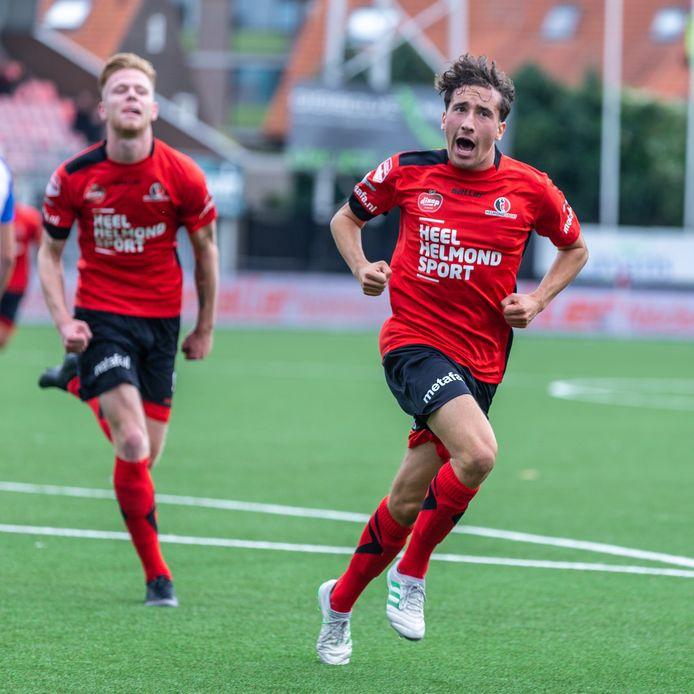 Bodi Brusselers beslist als speler van Helmond Sport de derby tegen FC Eindhoven (1-0) in het seizoen 2019-2020