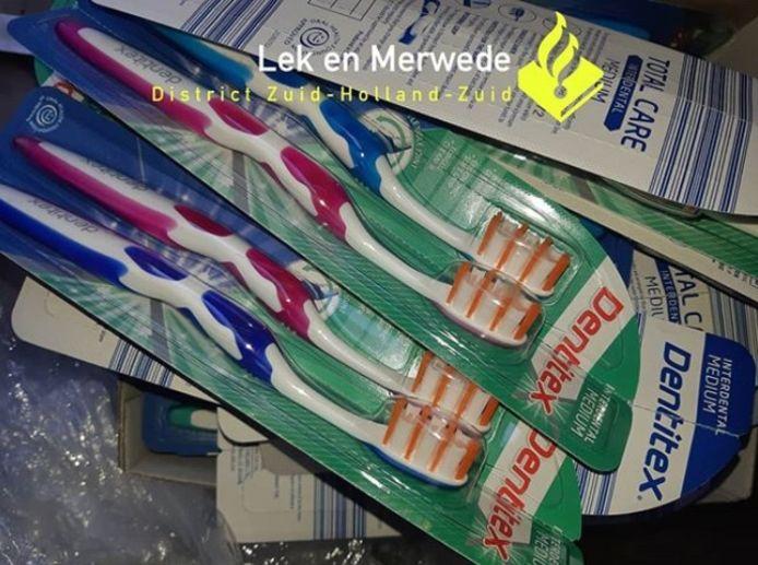 Dieven hebben tandenborstels achtergelaten in een container, die eerst vol zat met elektrische fietsen.