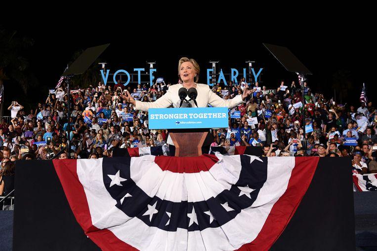 Hillary Clinton, gisteren op campagne in strijdstaat Florida.  Beeld AFP