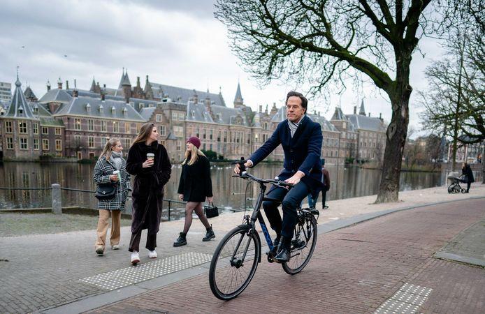 Demissionair premier Mark Rutte is onderweg naar Koning Willem-Alexander om het ontslag aan te bieden van zijn kabinet.
