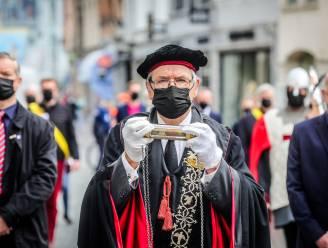 """Relikwie van het Heilig Bloed 'virusveilig' naar de Salvatorskathedraal gebracht: """"Dit had onze 'schoonste dag' moeten worden"""""""