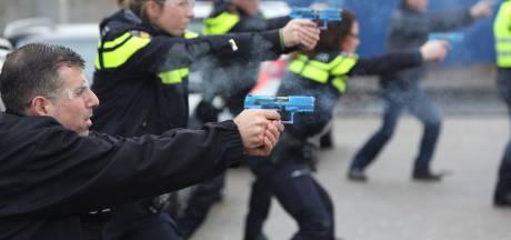 Honderden politietrainers eisen hoger salaris