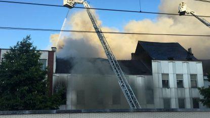 Zware brand in loods: tien woningen ontruimd