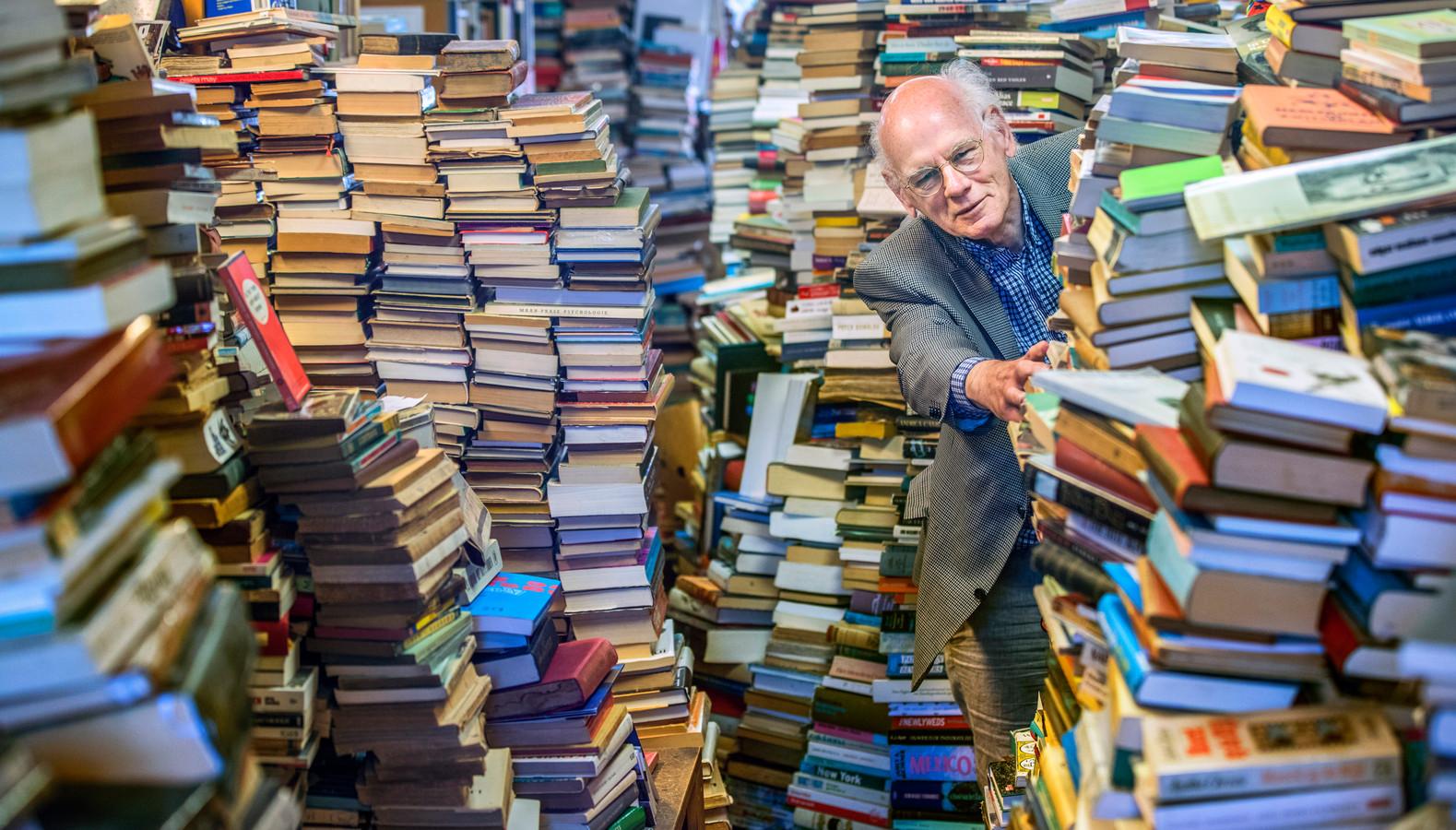 Boekhandel Antiquariaat Colette in de Reinkenstraat. Jogchum de Vries stopt er mee maar heeft wel een opvolger gevonden.