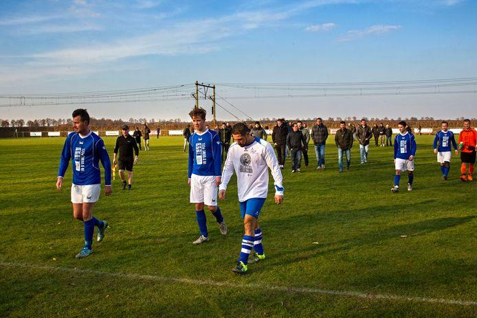 De laatste derby tussen Griendtsveen en Helenaveen op sportpark De Wiek, in 2016.