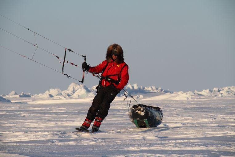 Op weg met kite en slee. Beeld Polar Experience / Polar Circles