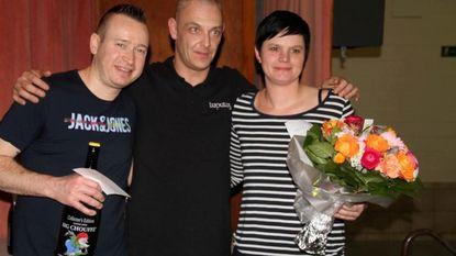 Geert Devos en Sven Verdonck aan het feest in zesde dartstoernooi