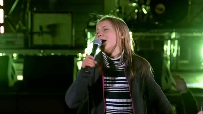 Greta Thunberg zingt 'Never Gonna Give You up': 'We zijn niet alleen boos'