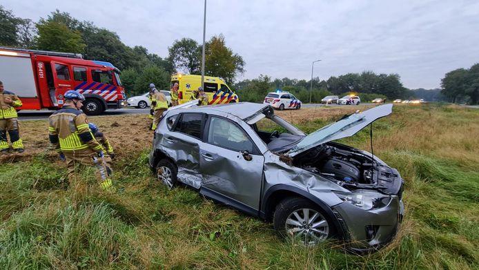 De auto is bij het ongeval flink beschadigd geraakt.
