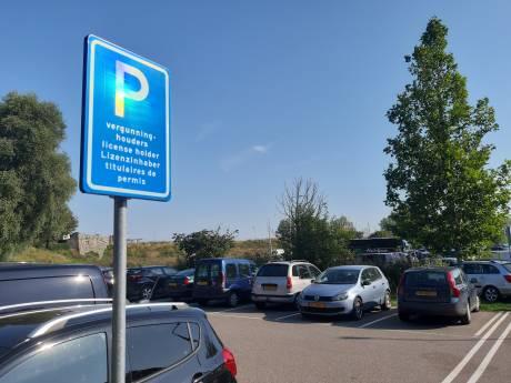 Snel opmaken die parkeerkraskaart; straks niks meer waard