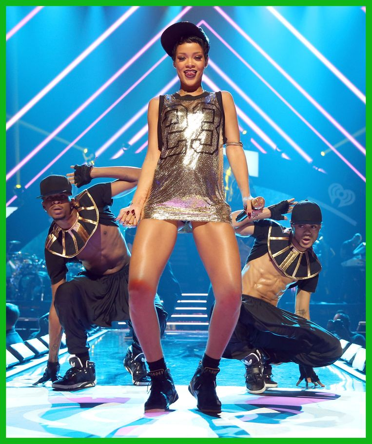 LAS VEGAS, NV - SEPTEMBER 21:  Singer Rihanna performs onstage during the 2012 iHeartRadio Music Festival at the MGM Grand Garden Arena on September 21, 2012 in Las Vegas, Nevada.  (Photo by Christopher Polk/Getty Images for Clear Channel) **BESTPIX** Beeld Getty Images for Clear Channel