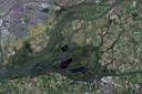 De Biesbosch. Linksboven ligt Dordrecht en rechtsboven Werkendam.  Gearceerd zijn de spaarbekkens Petrusplaat (kleinste) De Honderd en Dertig en De Gijster (grootste).