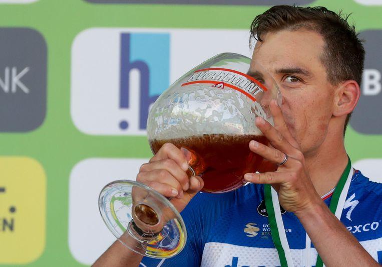 Zdenek Stybar drinkt er een pintje op...