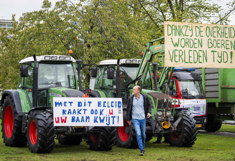 Ongeveer 250 boeren reisden gisteren af naar Den Bosch voor een debat over de aanpak van stikstof.    Beeld ANP