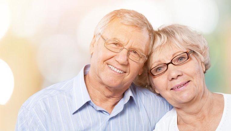 Senioren willen vaak iets schenken aan hun kinderen, zonder het genot van hun inkomsten te verliezen. Beeld Shutterstock
