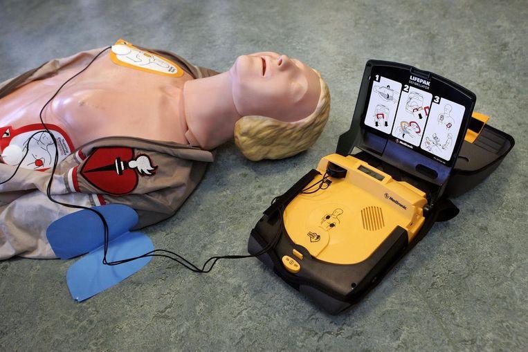Een Automatische Externe Defibrillator (AED) Beeld ANP