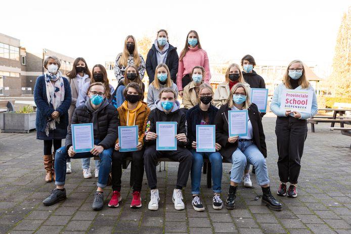 De leerlingen zesdejaars van de Provinciale School in Diepenbeek hebben steunbrieven geschreven aan de zorgverleners van onder meer het Jessa Ziekenhuis in Hasselt.