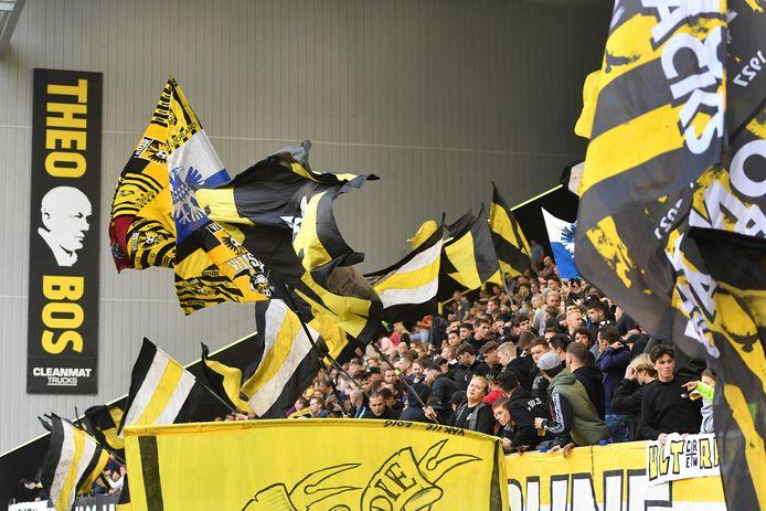 Vitesse supporters tijdens de wedstrijd tegen Fortuna.