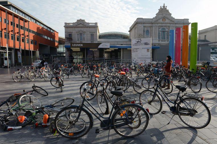 Dit fenomeen zou definitief verleden tijd moeten zijn als de nieuwe fietsenparking klaar is onder het Martelarenplein.