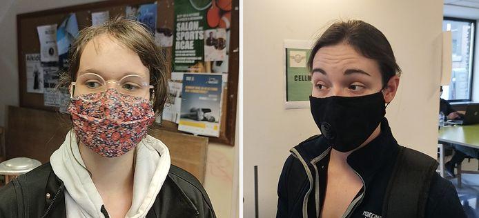 Margaux (à gauche) et Lena (à droite) font partie des étudiants qui sont venus chercher un colis alimentaire à l'Université de Liège, ce jeudi 25 février.