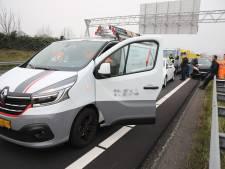 Automobilist ziet file te laat en creëert kettingbotsing op A4 bij Den Hoorn
