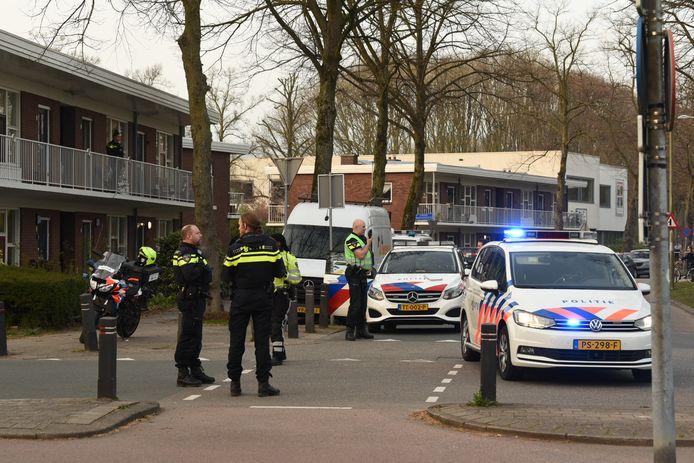 De politie ging met meerdere eenheden naar de Tamboersdijk.