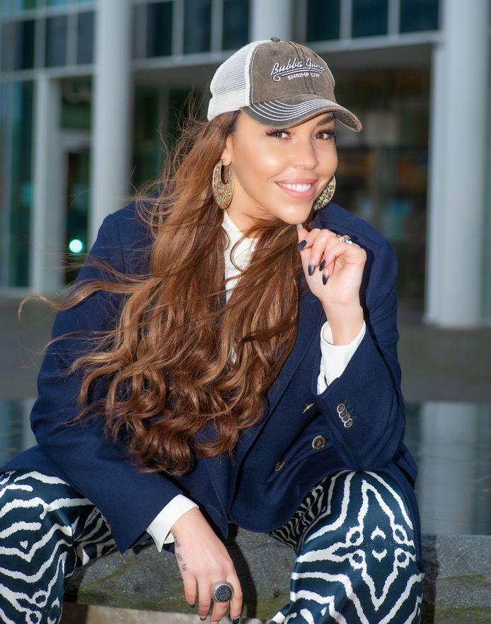 De Goudse zangeres Hind Laroussi is even terug uit Los Angeles.