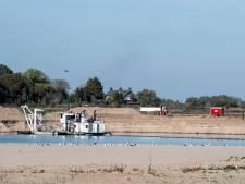 Zandwinning langs de rivier heeft last van het lage water