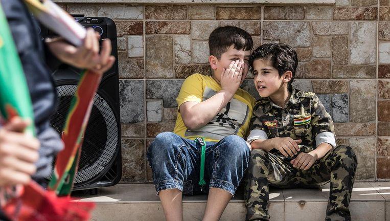 Stemmen in Erbil maandag: onder Koerden zorgt het referendum voor veel vreugde, bij jong en oud. Beeld Marlena Waldthausen