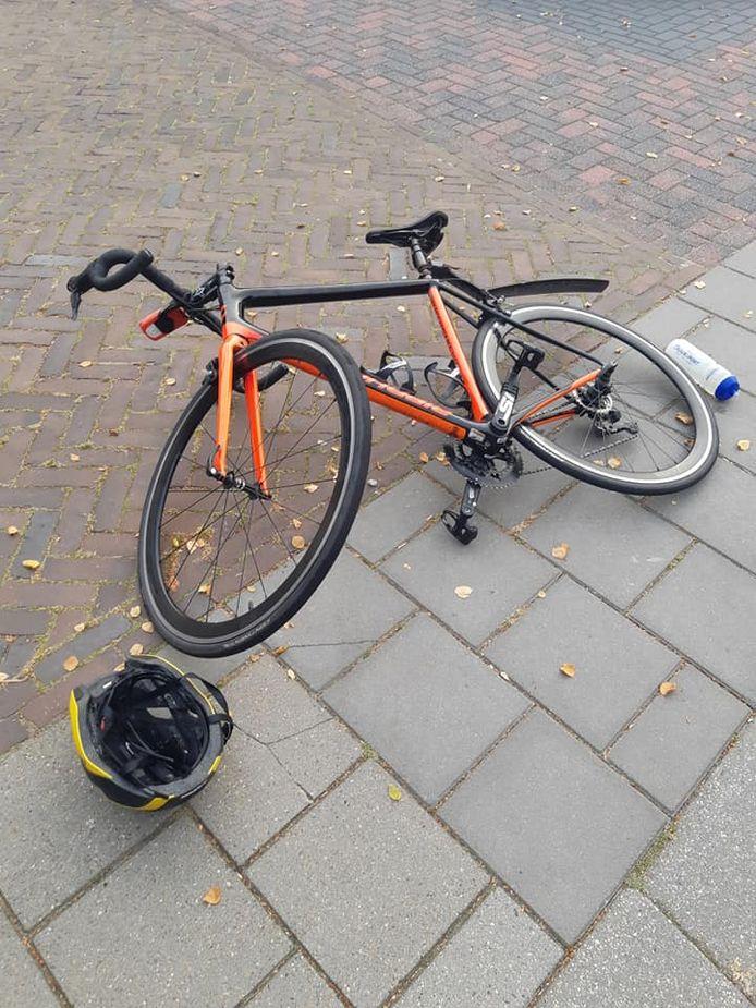 Een fietser werd vanmorgen aangereden op de Zwarteweg in Zwolle. Van de dader ontbreekt elk spoor.