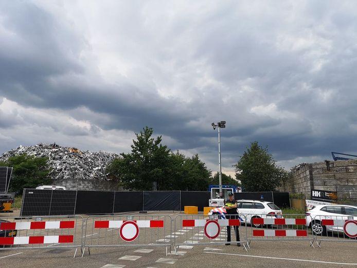 De politie heeft het metaalrecyclingbedrijf in Venlo afgezet.