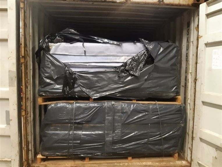 De inbeslaggenomen cocaïne die verstopt zat in containers. Beeld FGP Antwerpen