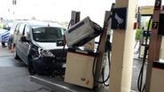 Opmerkelijke vrijspraak: drie auto's, slagbomen en hek geramd door... longontsteking