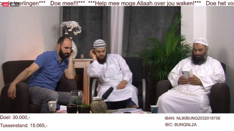 Van links naar rechts: Rachid El Jouhri (woordvoerder van een groep ouders van het Haga Lyceum), de organisator van de benefiet 'Aboe Aicha' en de Utrechtse imam Suhayb Salam. Beeld Screenshot