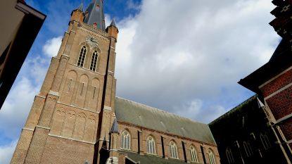 """Hoofdkerk moet dringend gerestaureerd worden, maar er is geen geld: """"Waarom betalen voor gebouw waar amper 7 procent van Eeklonaren gebruik van maakt?"""""""