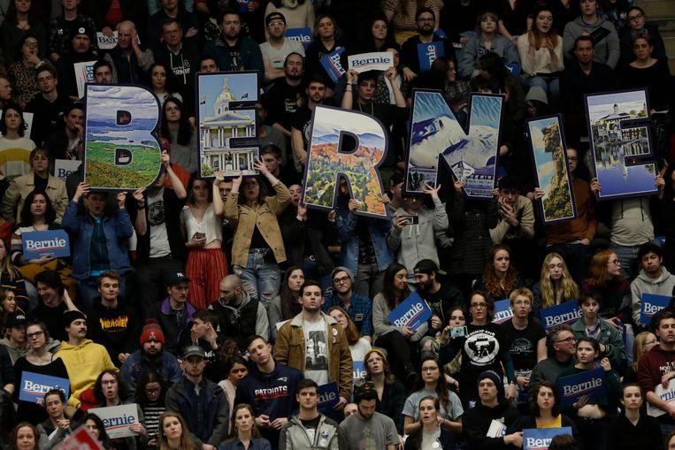 Aanhangers van kandidaat Bernie Sanders tijdens een campagnerally in Durham, New Hampshire. Beeld EPA