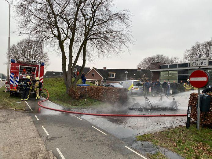 Het in brand gevlogen autootje in Putten.