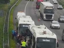 En dan valt je elektrische bus midden op de A50 opeens uit: buschauffeurs eisen garantie over de veiligheid  van 'hun' bussen