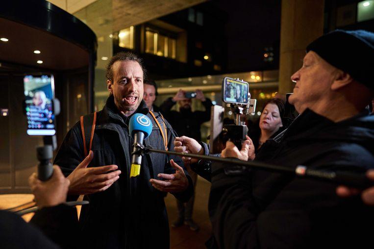 Willem Engel woedend na de rechterlijke uitspraak dat de avondklok voorlopig tóch van kracht blijft. Beeld EPA