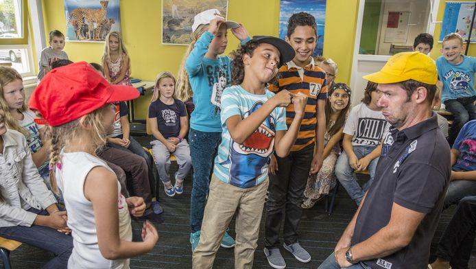 Kanjertraining in de klas van meester Peer Evers op basisschool t Zonnewiel in Almere.
