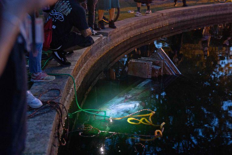 Het Columbus-standbeeld in het water in Richmond, Virginia op 9 juni. Beeld AFP
