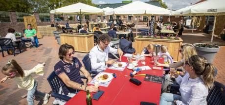 Vier terrassen vol gasten bij Spalink in Geesteren: 'Wat heb ik dit gemist!'